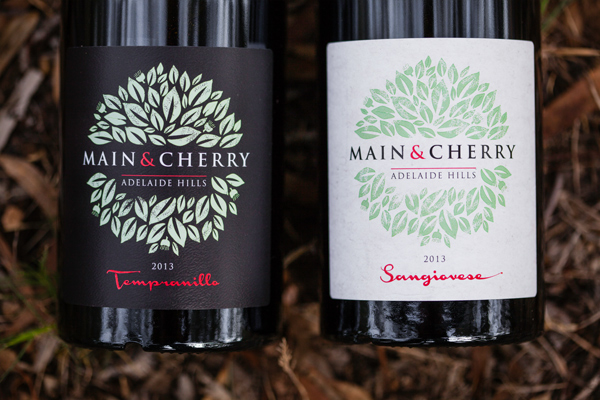main and cherry wine label by Algo Mas